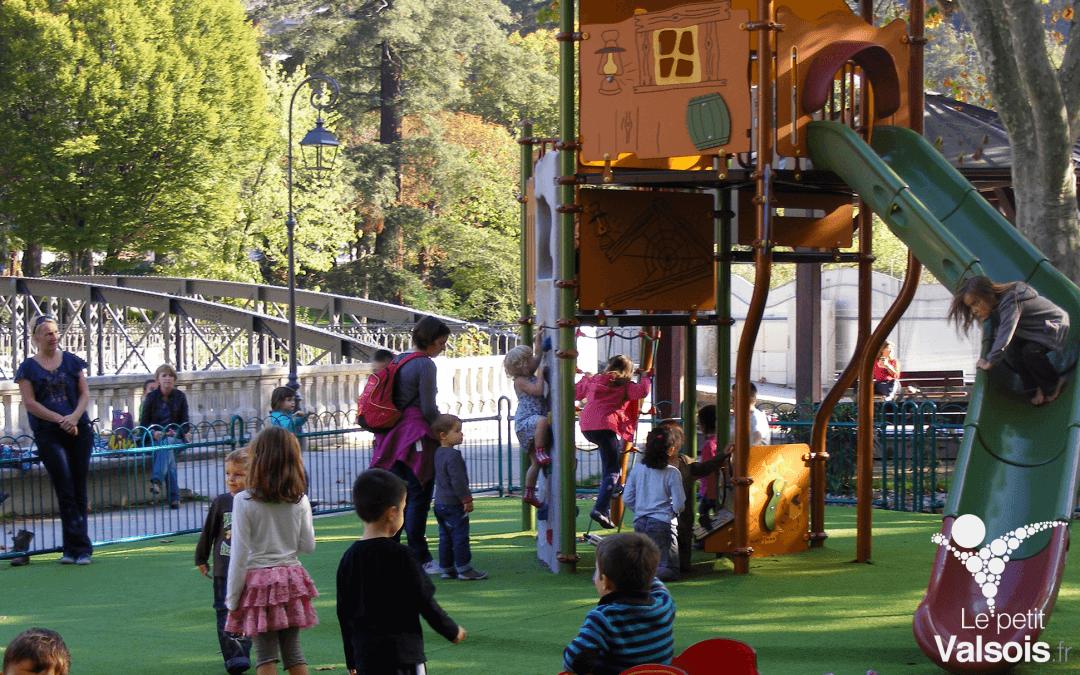 Jeux de plein air du parc du Casino de Vals-les-Bains