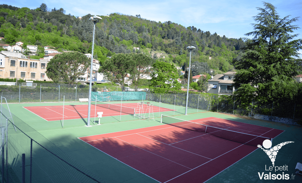 terrain tennis vals dur