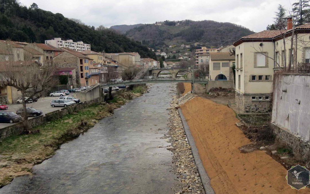 Travaux de stabilisation des berges de la Volane dans la traversée de Vals-les-Bains