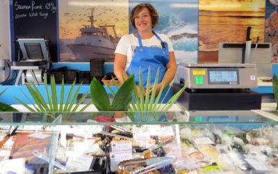 La Criée – Une poissonnerie au marché du jeudi à Vals-les-Bains